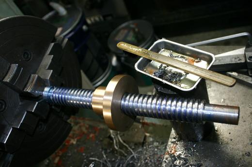 台形ねじ切り 完成 あとは反転して軸受用ナットの切り欠きナット用のねじ切りとかH交差とか・・